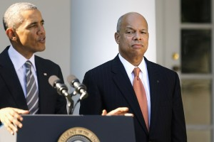 U.S. President Barack Obama (L) announces Jeh Johnson (R) to be his nominee for Secretary of Homeland Security, in the Rose Garden of the White House in Washington, October 18, 2013. Obama on Friday nominated former Pentagon attorney Johnson, a national security expert who had a role in ending the military's ban on gays in the military, to be Homeland Security chief. Johnson, who served as general counsel in the Department of Defense during Obama's first term, would succeed Janet Napolitano, who stepped down earlier this year. His nomination requires Senate confirmation.   REUTERS/Jonathan Ernst  (UNITED STATES - Tags: POLITICS MILITARY) - RTX14G6D